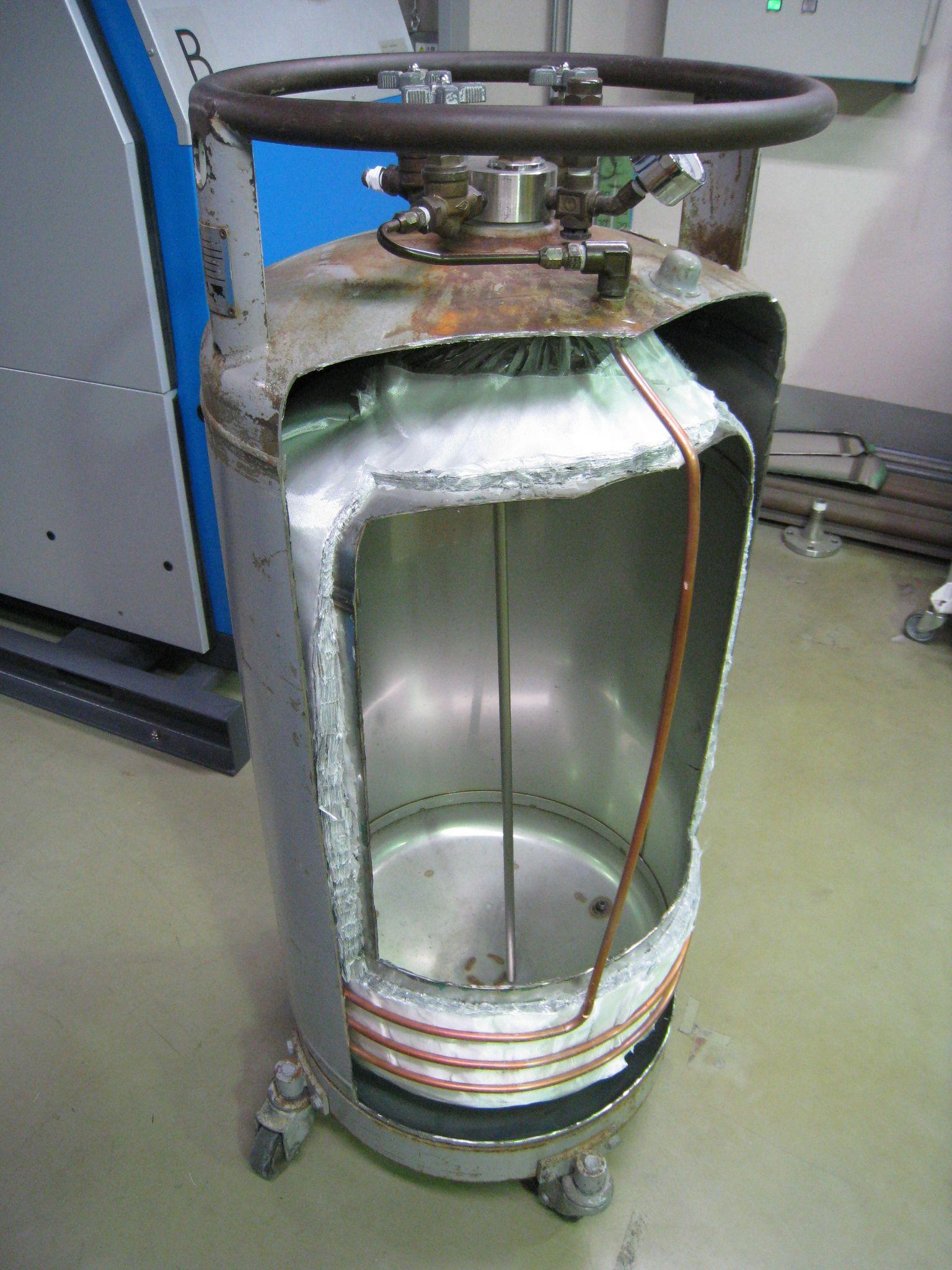 液体窒素容器の切断 ~内部構造...